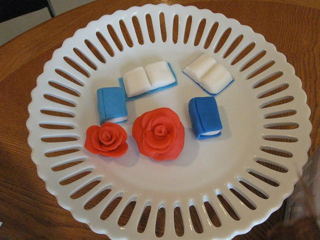 How to make fondant books for cupcake toppers