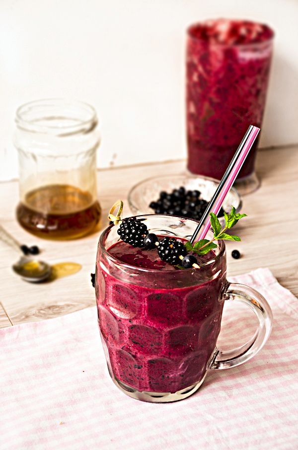 Blueberry, blackberry and cinnamon smoothie