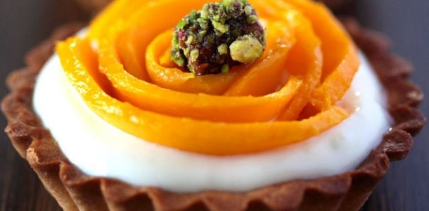 Mango-Tart with lime mascarpone and a chocolate pistachio marshmallow
