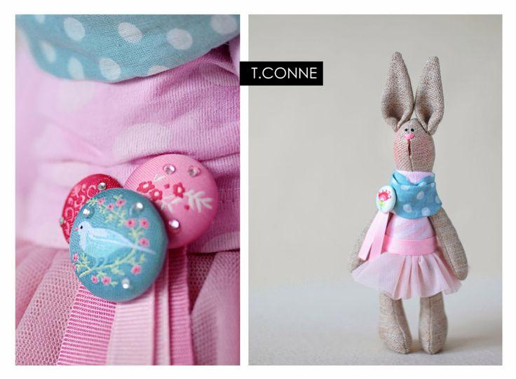 Т Conne 2014 Розовый кролик девушка.