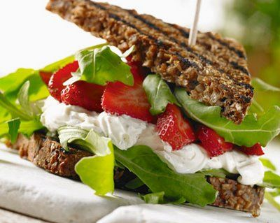 ricotta and strawberry sandwich | I live to eat | Pinterest