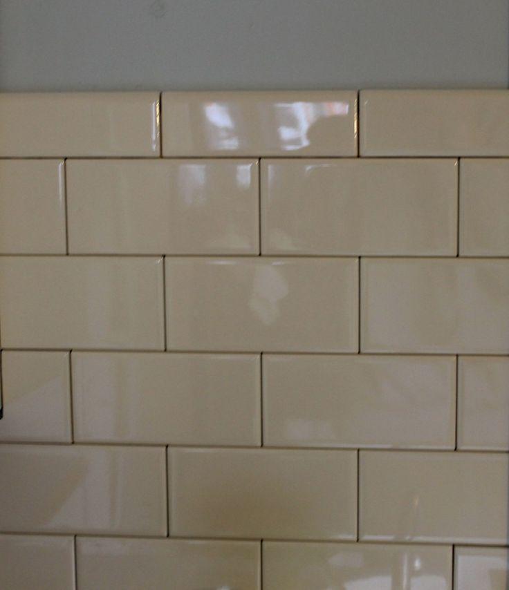 easy diy tiled backsplash using sticking adhesive mats