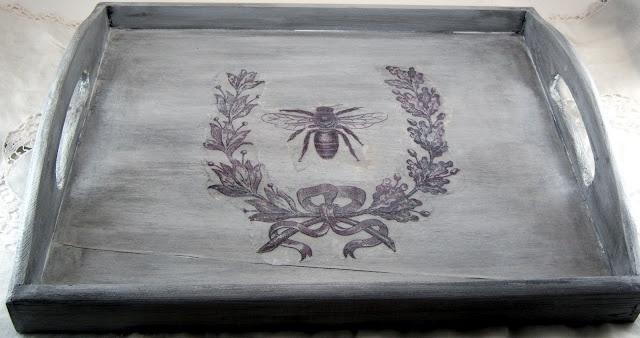 Bumble Bee Tray Tutorialhttp://shabbysweetcottage.blogspot.com/2011/08/bumble-bee-tray.html  #bumble #bee #tray #diy #tutorial #make #create