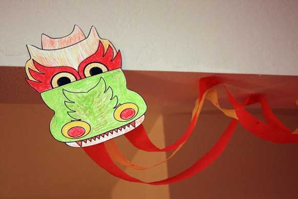 Dragon craft as wall decor kid 39 s crafts pinterest for Dragon crafts pinterest