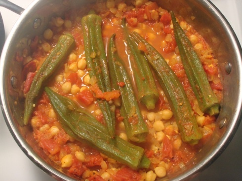 Curried Okra with Chickpeas and Tomatoes | My favourite room of a hou ...