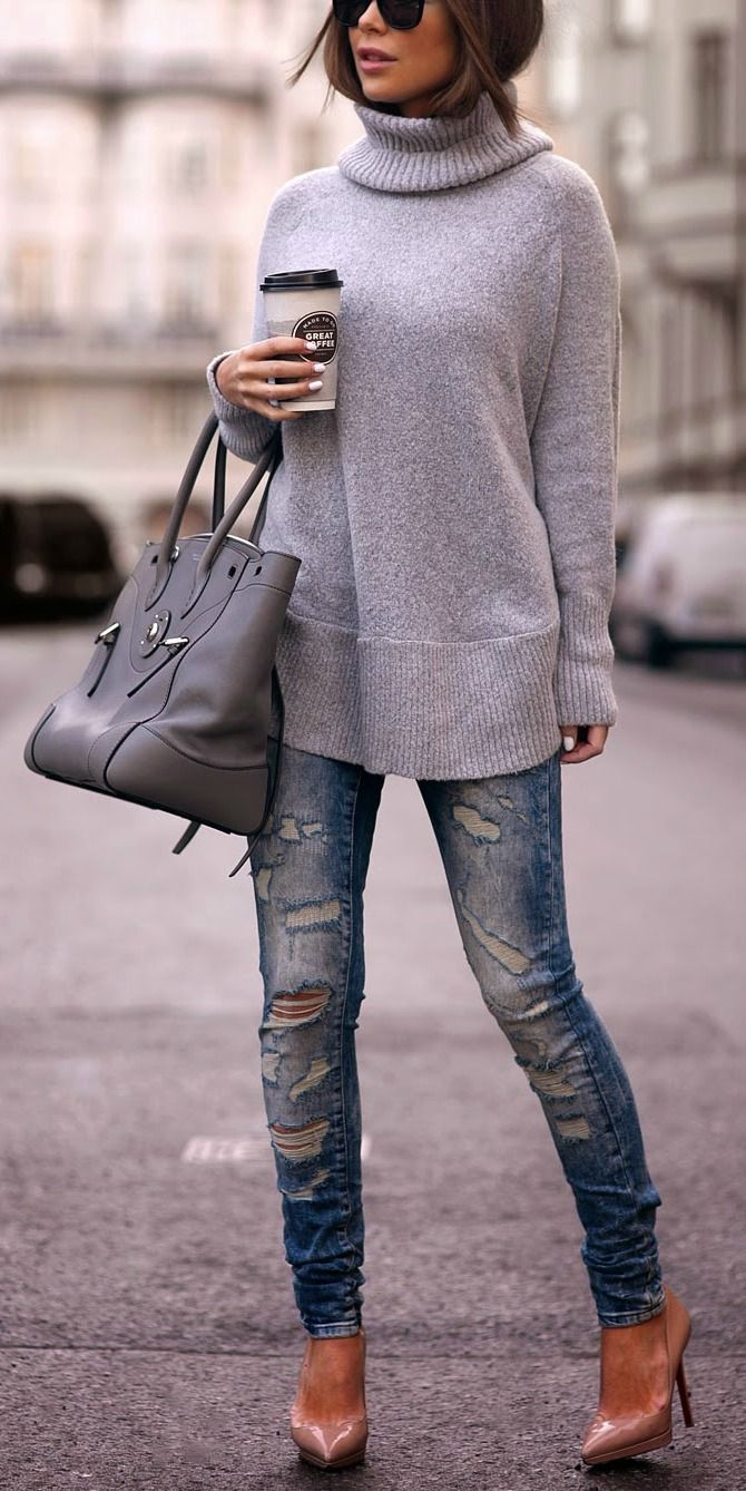 Winter fashion | Boyfriend jeans and neutral sweater or christian louboutin pumps