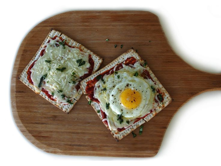Matzo Pizza, Matzo Pizza with Fried Egg, How to Fry an Egg