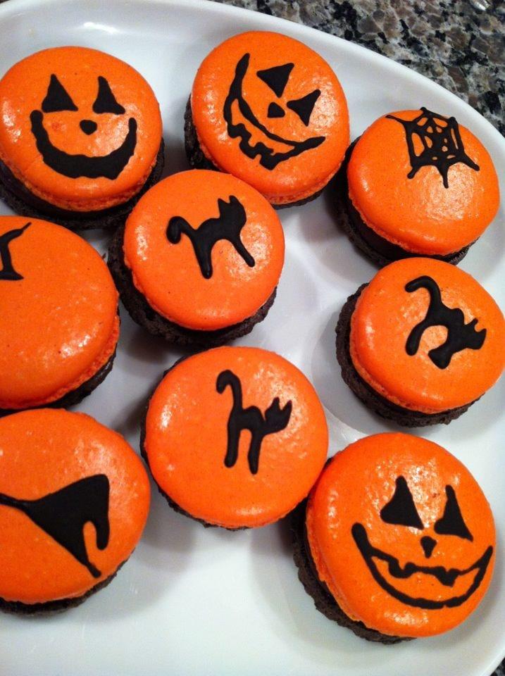 Pumpkin Macarons :) | {Macarons} | Pinterest