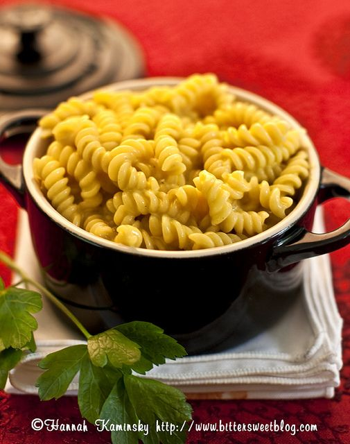 Vegan mac & cheese. I love vegan recipes for the extra veggie and less ...