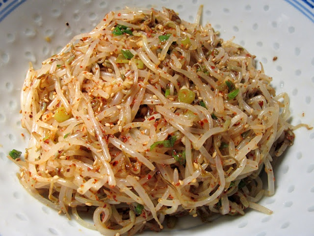 Sukju Namul Muchim, 2 Ways (Vegetarian/Vegan) - Bean Sprouts as a side ...