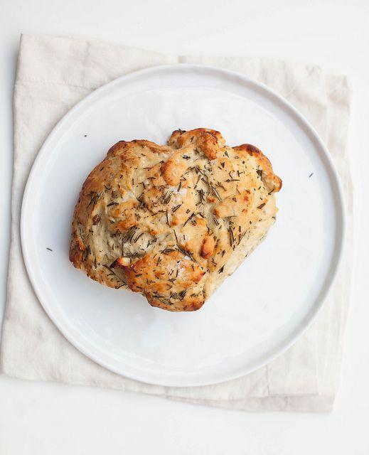 Rosemary & Roasted Garlic Bread | s w e e t + s a v o u r y |…