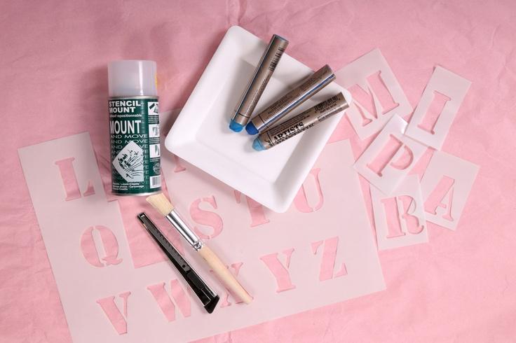 La technique du pochoir avec de la peinture en bâton | Prima