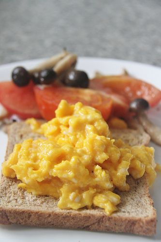 "Seriously try this - The best scrambled eggs everr! Gordon Ramsey presents ""The Perfect Way To Make Scrambled Eggs""."
