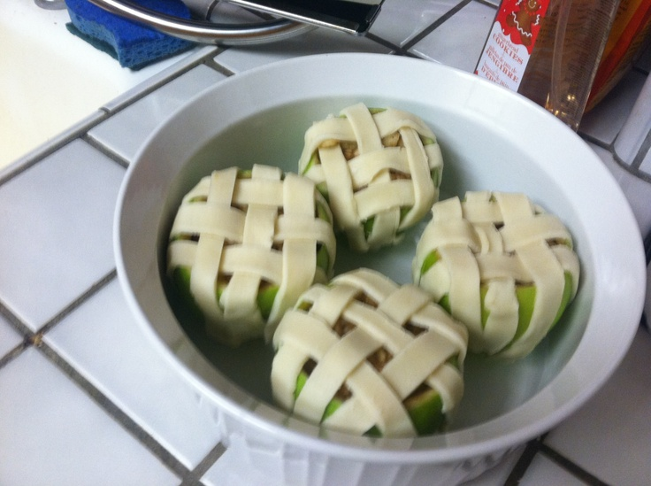 ... apples plus sugar, brown sugar, cinnamon & nutmeg. Pie crust in