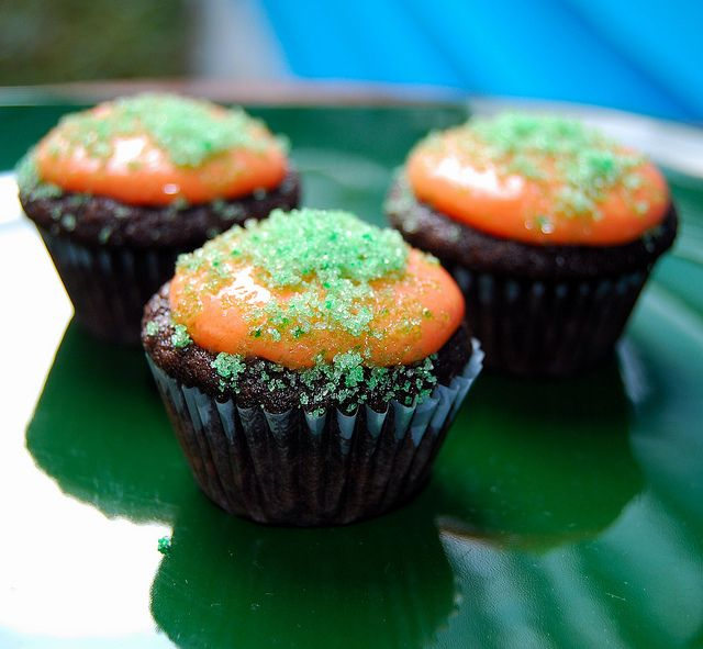 Itty-Bitty Cupcake Bites For Halloween– And A Ghost Story