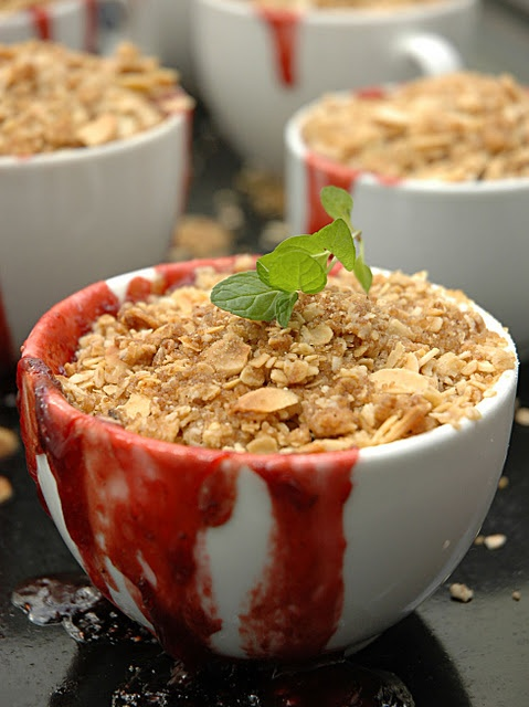 Oatmeal & Almond Strawberry Crumble | cuisine | Pinterest