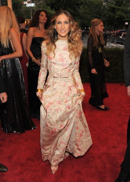 SJP channelling yet another prairie girl/1980s bridesmaid in Valentino.