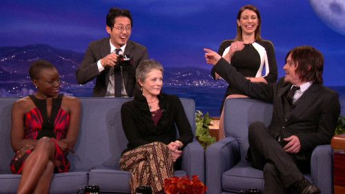 The Walking Dead quot  Cast Reveal What They d Do In A Zombie Apocalypse t    Lauren Cohan And Steven Yeun Holding Hands