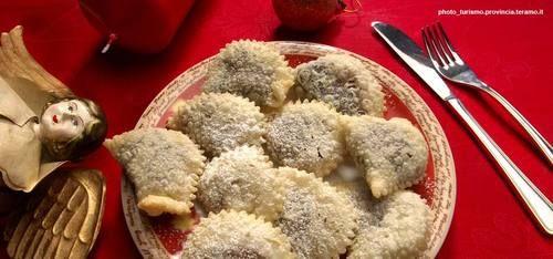 I Caggionetti sono dei gustosi dolci fritti tra i più noti preparati in inverno durante il periodo natalizio.
