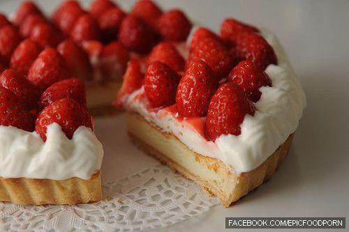 strawberries and cream tart | sweets/food/ | Pinterest