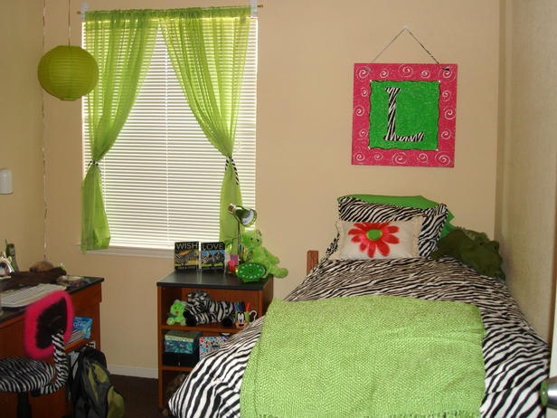= 20 Chic and Functional Dorm Room Decorating Ideas