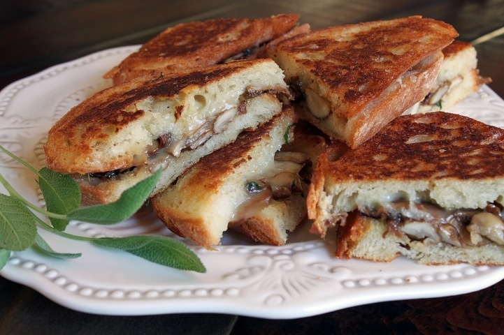Sandwich like this one, made with Fontina Cheese, Sauteed Mushrooms ...