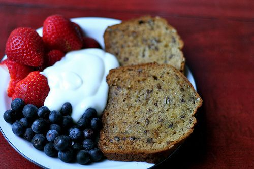 Whole grain toast, yogurt and berries | Delicious Dishes | Pinterest
