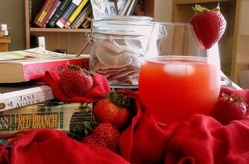 Strawberry Rhubarb Iced Tea. Perfect companion for summer reading!
