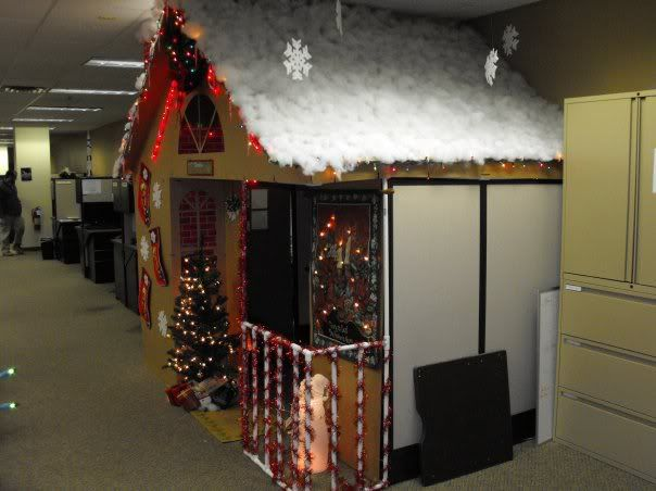 Office halloween decorating themes - Epic Christmas Cubicle For Obvious Reasons Pinterest
