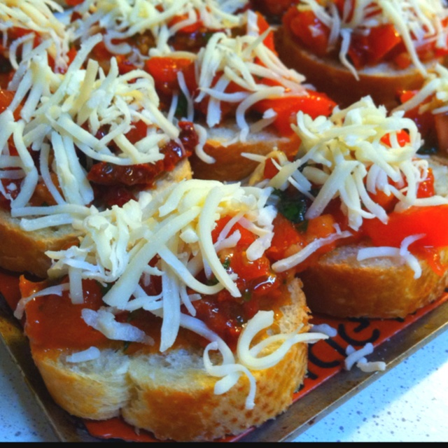 Double tomato bruschetta bites. Tomato chunks, sundried tomatoes in ...