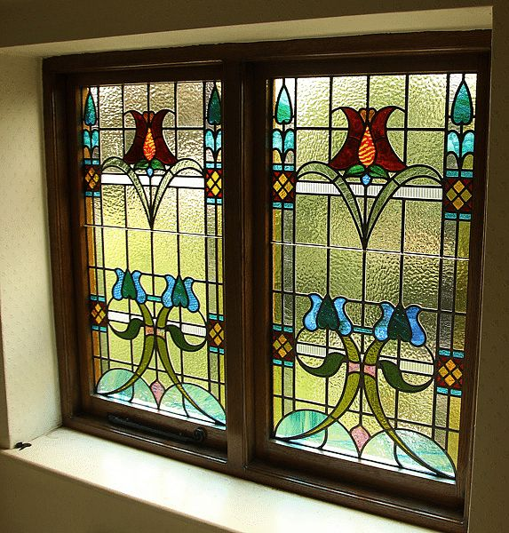 Traditional stained glass patterns cool stained glass for Cool window designs