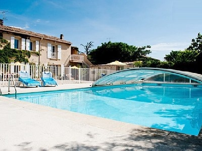 St-Saturnin-les-Avignon villa rental - Pool cover keeps the pool warm (and safe deep end)