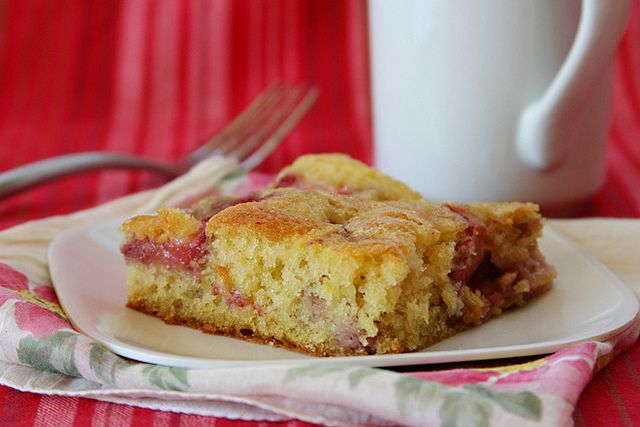 Strawberry Buttermilk Cake / The Way The Cookie Crumbles