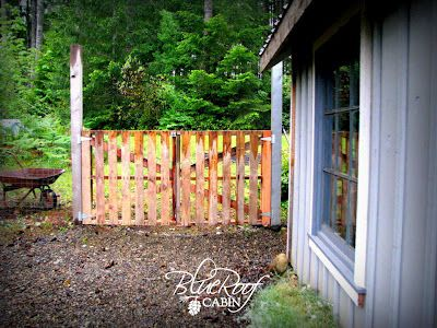 Gate out of pallets