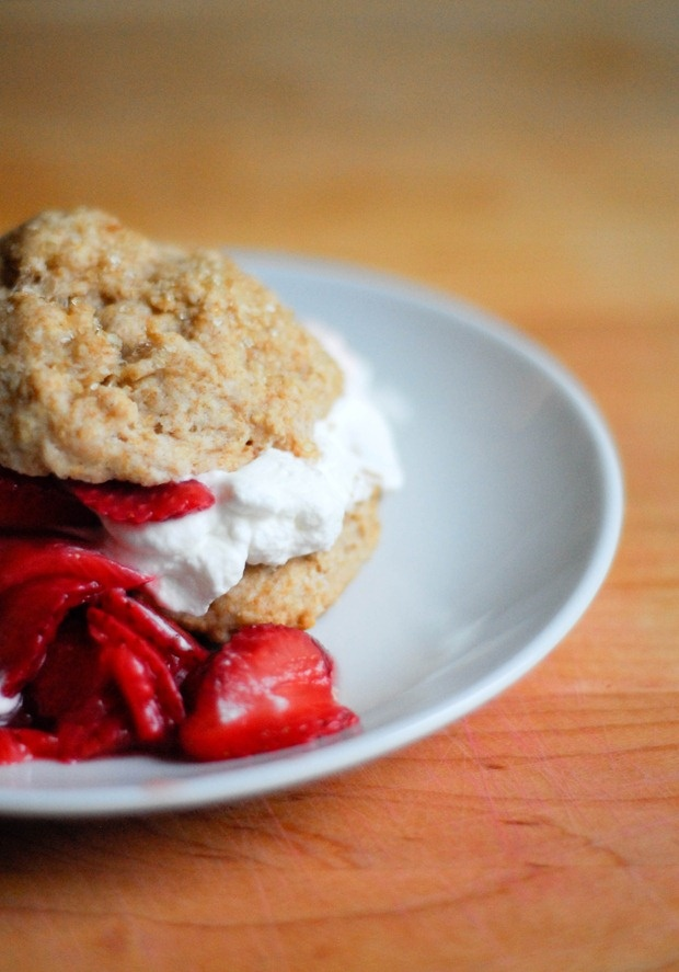 drop biscuits with strawberries + cream. | Cuisiner - Plats Sucrés ...