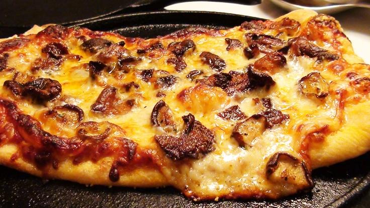 this Wild Mushroom Pizza http://www.noreciperequired.com/recipe/wild ...