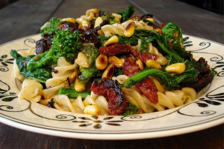 Linguine with Broccoli, Pine Nuts and Red Pepper