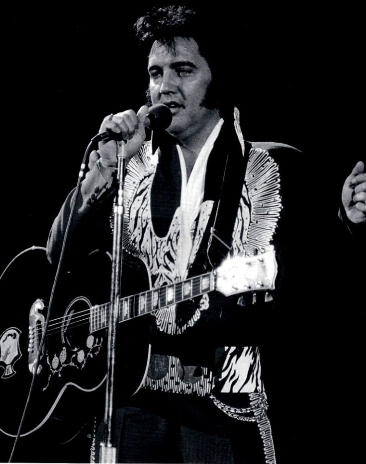 ELVIS ON STAGE IN 1975...
