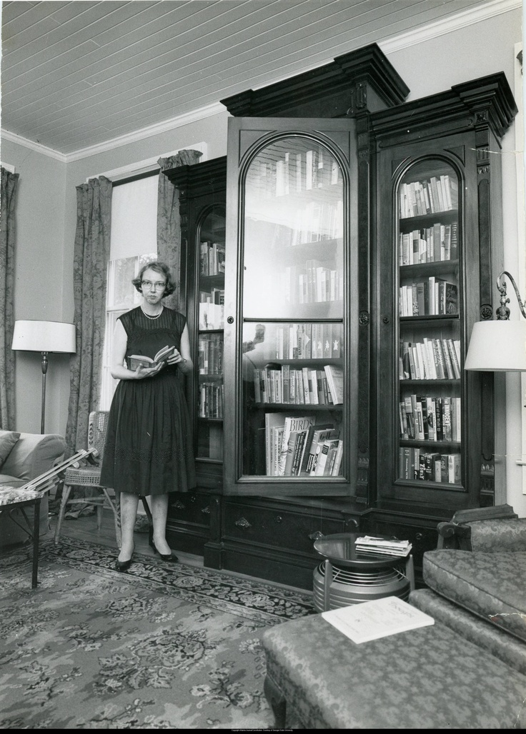 a different look at flannery oconnor essay To claim that flannery o'connor's work can be examined in terms of place is  anything but  her essay culminates in a merging of physical place with another  kind of  we can start to look closely at how her stories treat the establishment  and.