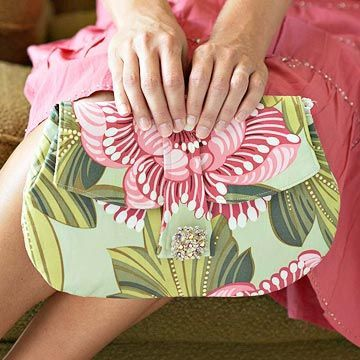 Sewing Ideas//Purses    http://www.bhg.com/crafts/sewing/accessories/clutch-purse-with-antique-pin-closure/