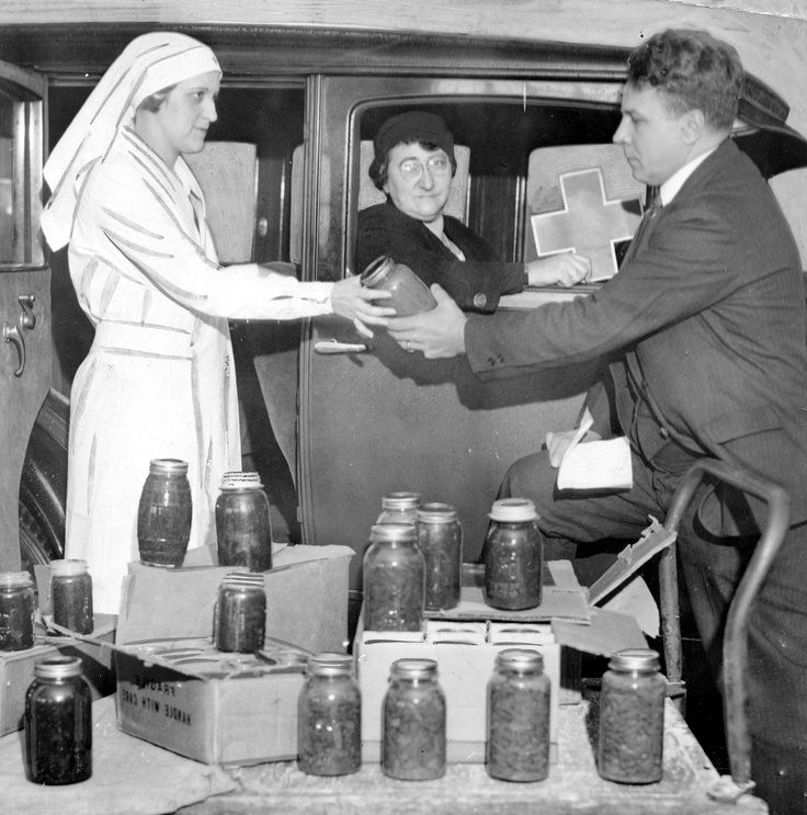 Red cross workers dispense food philadelphia pa circa for Cuisine 1930