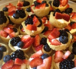 Mini Deep Dish Fruit Pizzas | All Things Sweet | Pinterest