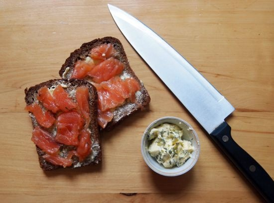 Bread with salmon and thyme butter | food and drink | Pinterest