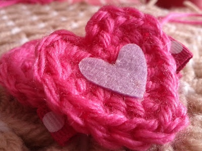 Crochet Tutorial Hair : Crochet Heart Hair Clip Tutorial hair yum Pinterest
