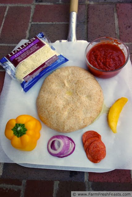 Sunset Pizza: Mango, Pepperoni, Red Onion and Yellow Pepper (Pizza ...