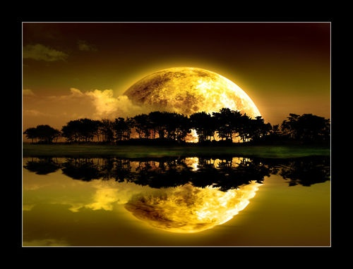 Beautiful moon. Signing off for tonight. Good dreams from The Incensewoman