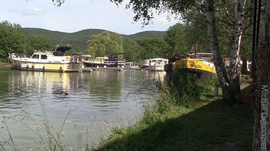 ... de l'Ouche. Port de Pont d'Ouche | Canal de Bourgogne | Pinter: pinterest.com/pin/462815299178025236