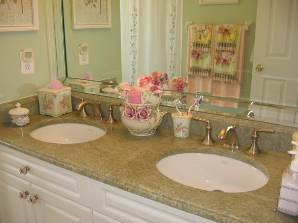 Shabby chic bathroom dreamy house pinterest for Shabby bathroom ideas