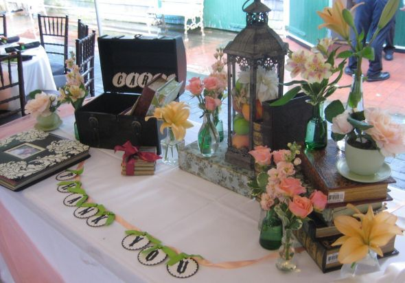 ... Vintage Gift Table and Guestbook: Classy and Classic Ideas Green