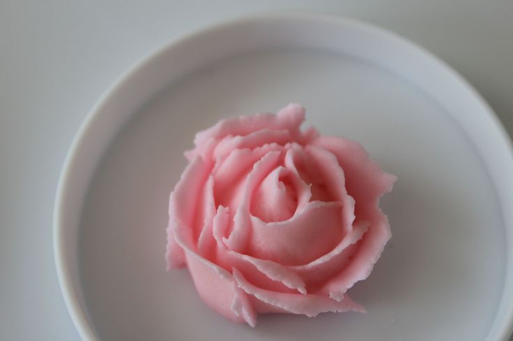 Course 2 royal icing flowers | Royal icing flowers | Pinterest